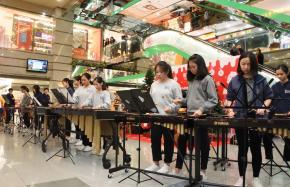 管樂團敲擊樂團 置富南區廣場表演